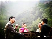 喝一口紫阳和平茶,给人的感觉真不错!